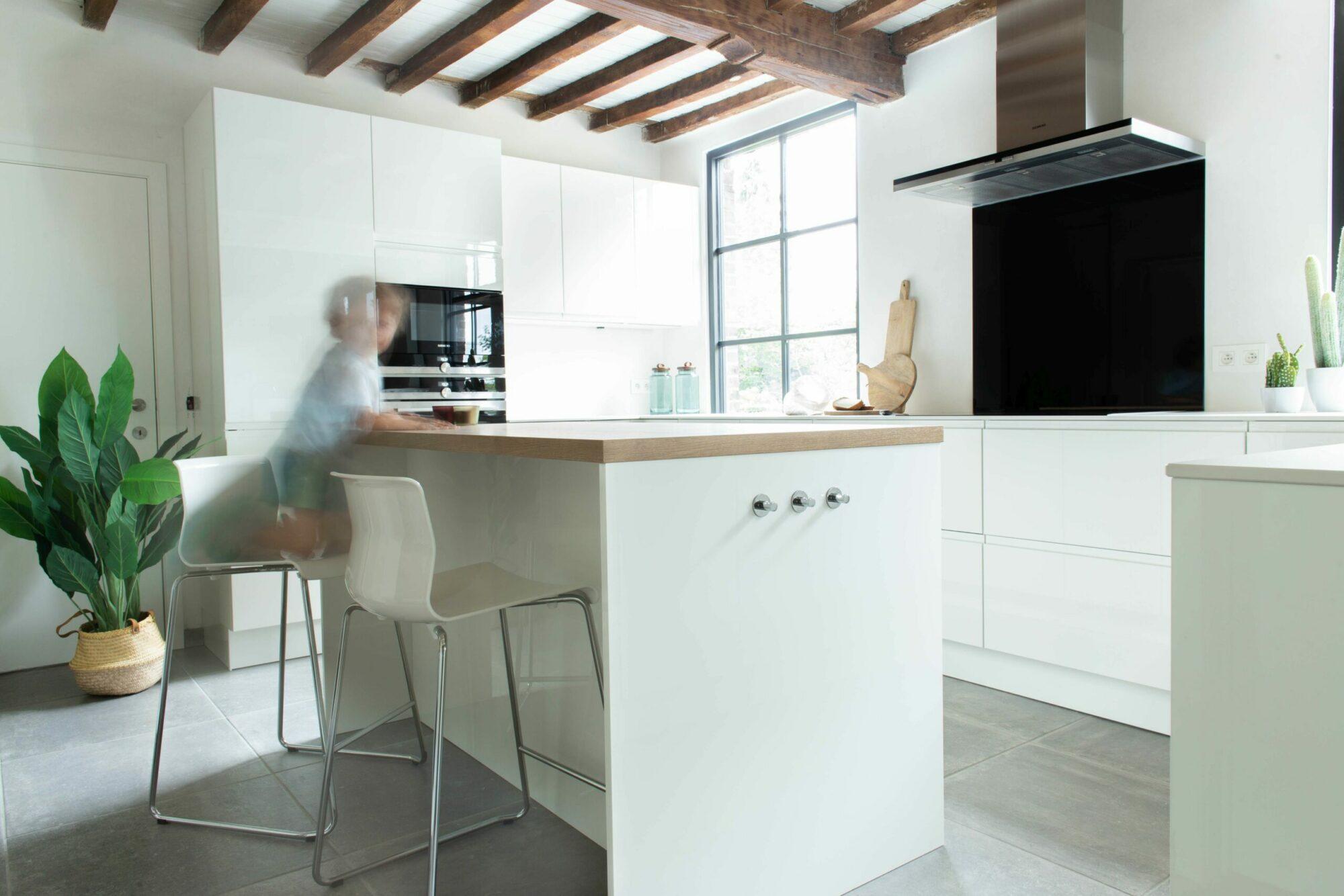 Zo creëer je meer ruimte in een kleine keuken: kleine keuken inrichten