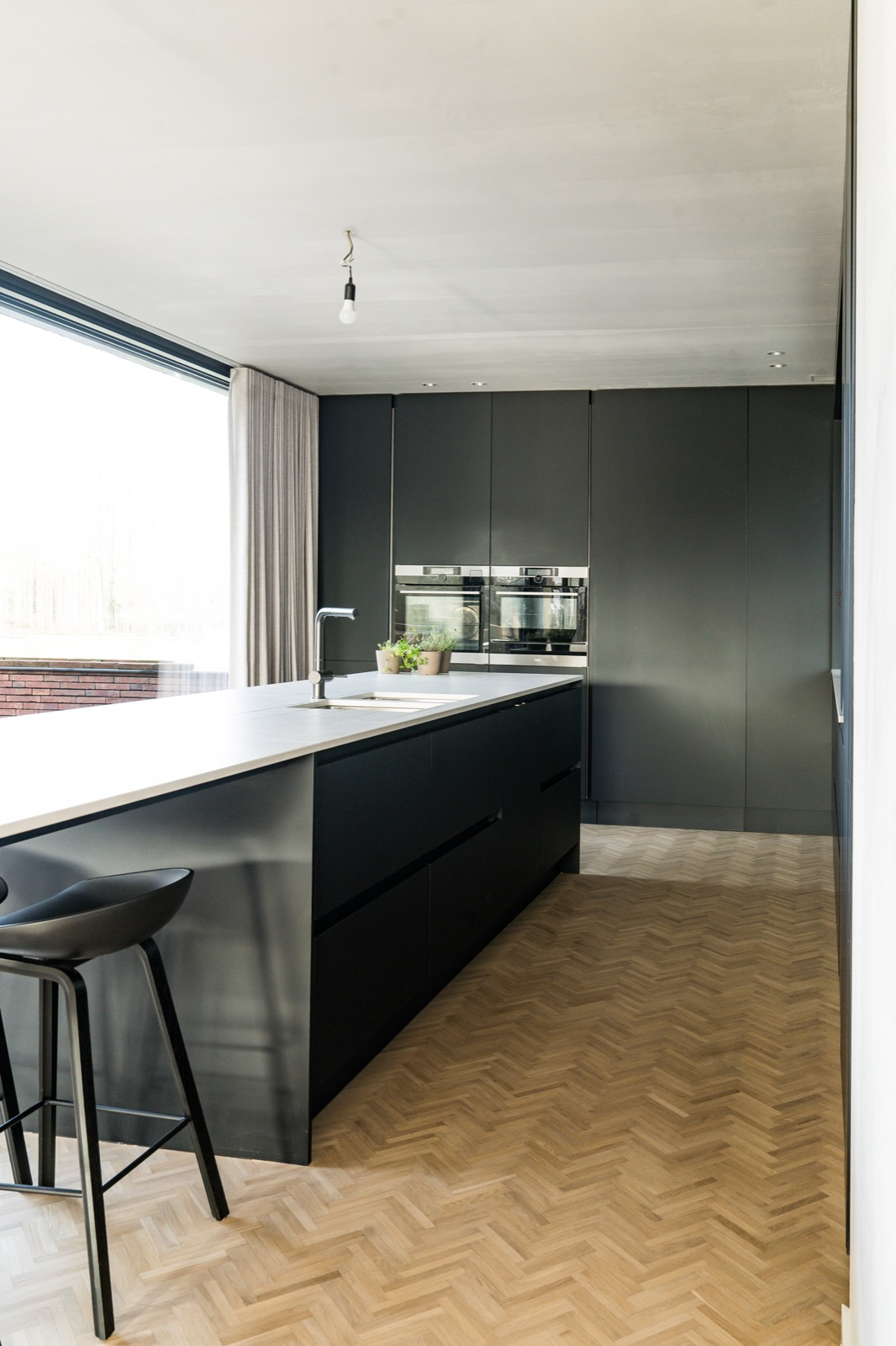 Welke stijl van keukens passen bij een houten vloer?
